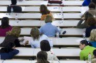 Opositoras en un examen.