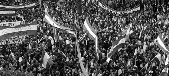 Manifestaciones de 1977 a favor de la autonomía. (Foto: Pablo Juliá)
