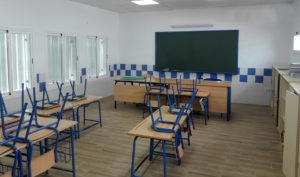 Aula de un centro escolar andaluz cerrado por el estado de alarma decretado en todo el país por el Covid-19.
