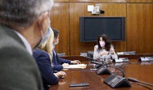La consejera de Igualdad, Rocío Ruiz, concluyó la ronda de contactos con grupos parlamentarios para abordar la nueva ley.