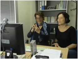 Dos interpretes en una videoconferencia