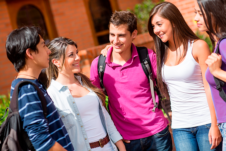 Grupo de jovenes estudiantes