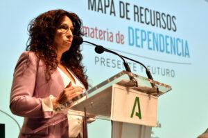 La consejera de Igualdad, Políticas Sociales y Conciliación, Rocío Ruiz, durante la presentación del Mapa de Recursos de la Dependencia.