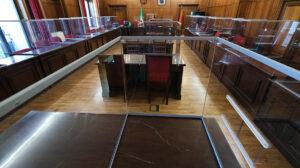 Mamparas instaladas en las salas de vista de los juzgados para proteger frente al Covid-19.