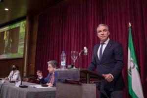 El consejero Elías Bendodo, durante su intervención en la inauguración de las jornadas.