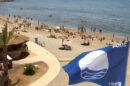 Bandera azul en una playa andaluza. (Foto EFE)