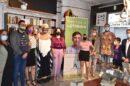 La consejera de Igualdad, Rocío Ruiz, esta tarde presentando la campaña de la Junta contra la LGTBIfobia con representantes del colectivo.